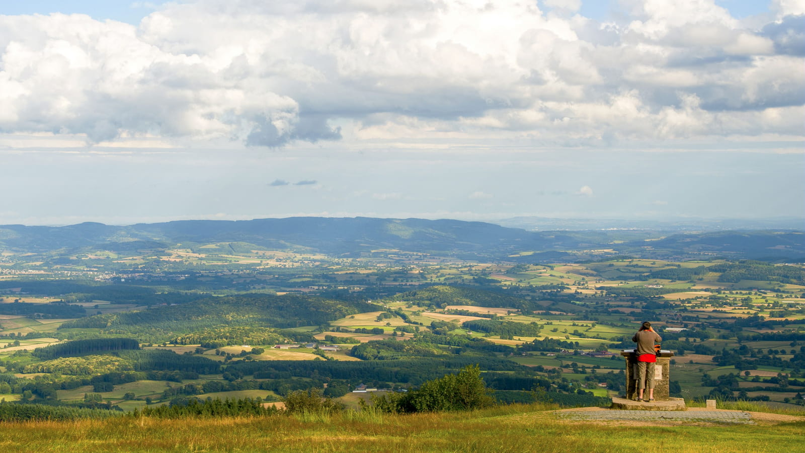 Point de vue au Mont Beuvray sur la vallée de l'Arroux