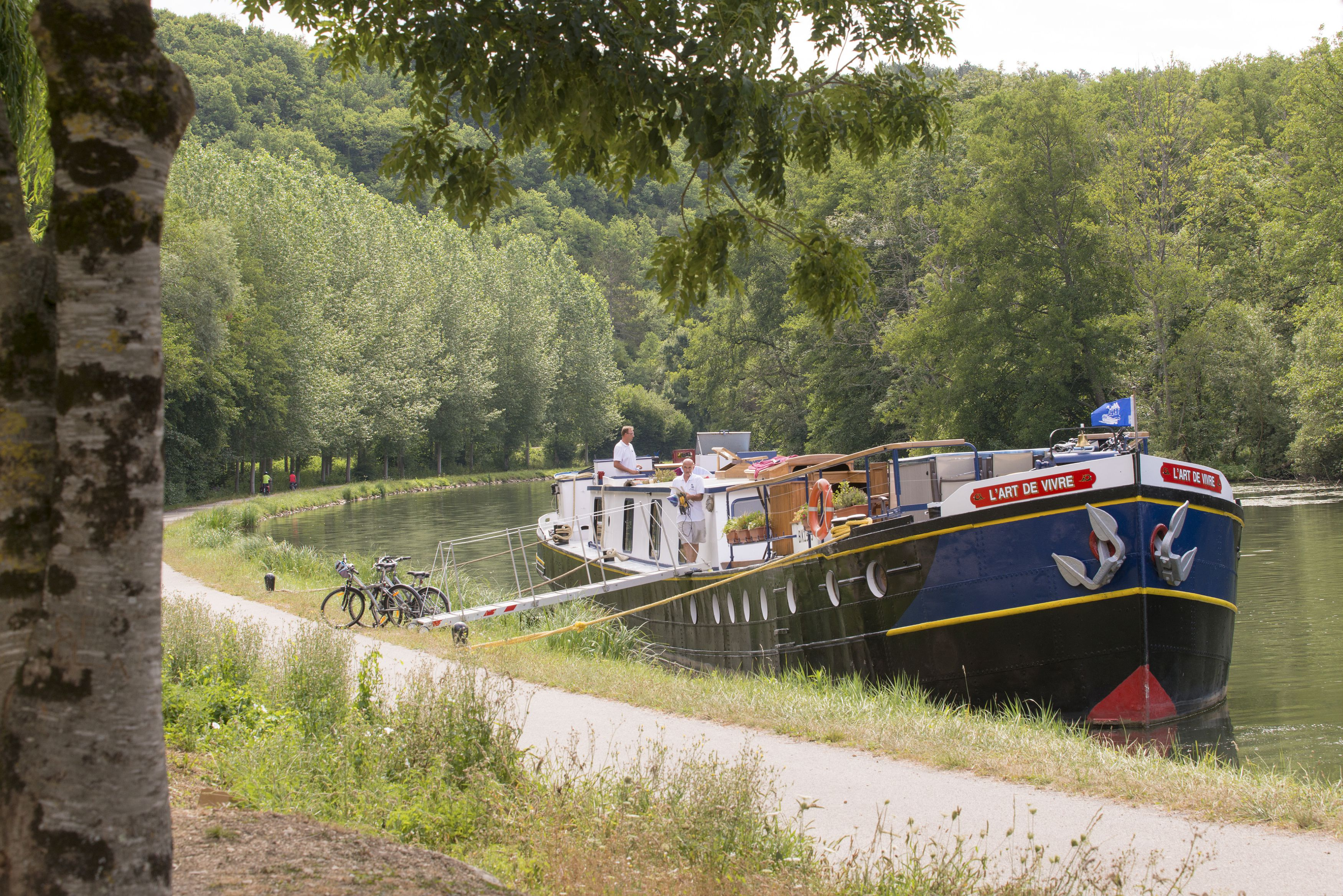 Péniche sur le canal du Nivernais