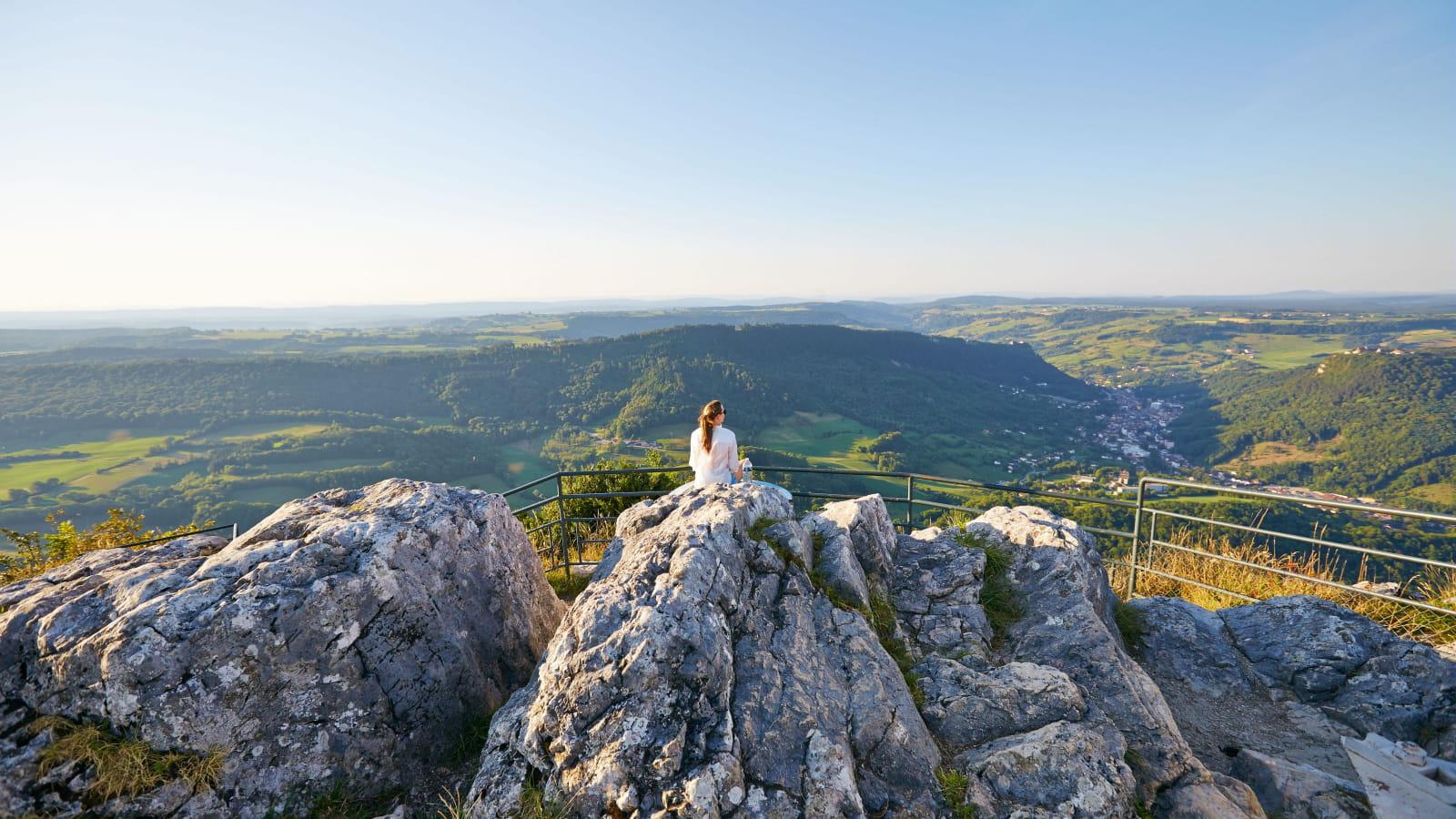Contemplation du paysage de Salins-les-Bains