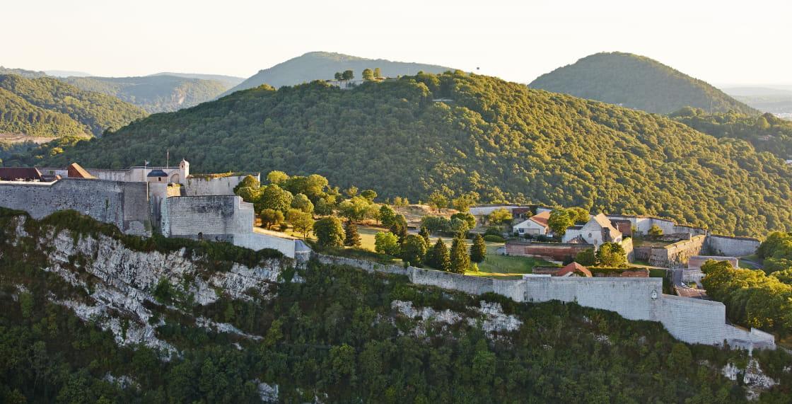 Ville de Besançon : vue sur la Citadelle depuis Bregille