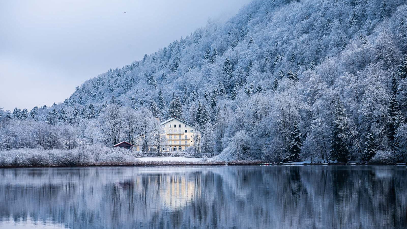 Lac de Bonlieu sous la neige