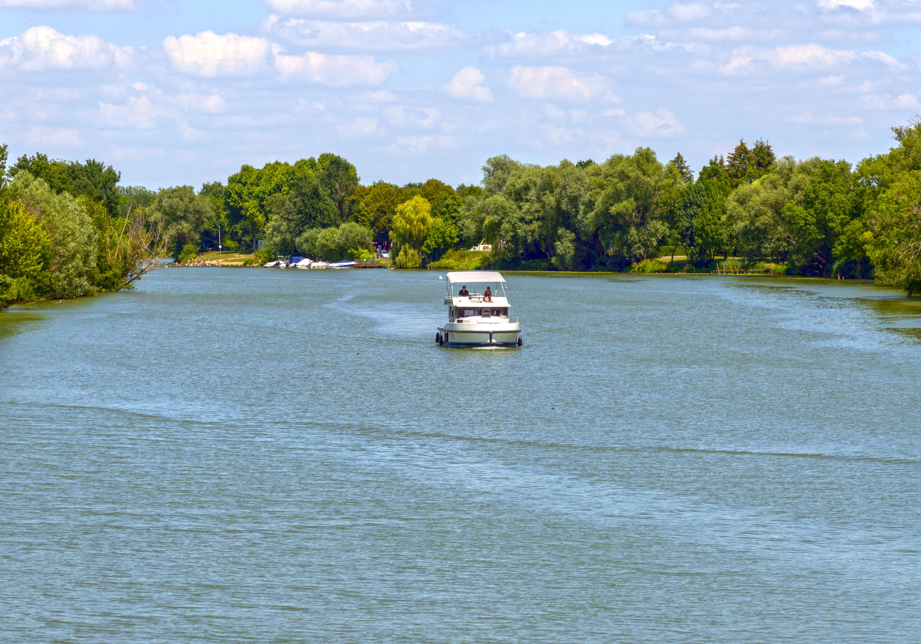 Tourisme fluvial à Pontailler sur Saône
