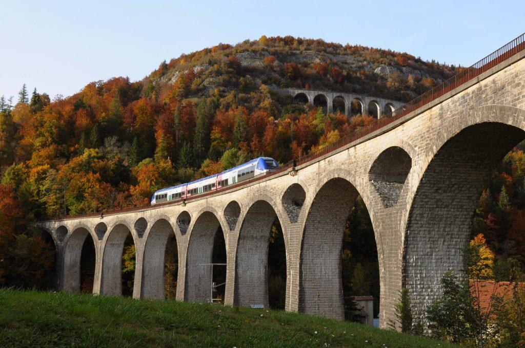 Ligne des Hirondelles et viaduc de Morez (© Office de Tourisme de Morez)